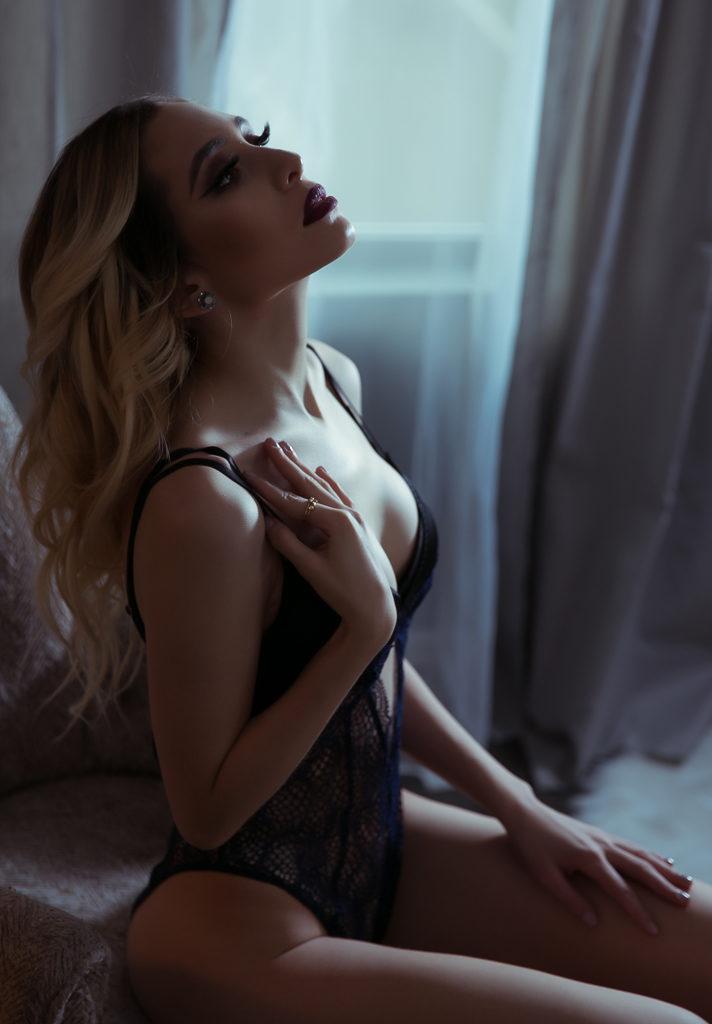 Studio boudoir, boudoir photography, Denver Boudoir photo studio, Professional Boudoir, Female Boudoir Photographer, Photosession for women, bridal photo session, bride to be, bridal albums, gift for fiancee, gift ideas